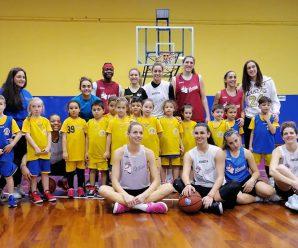 I nostri Pulcini con le giocatrici del Basket Le Mura